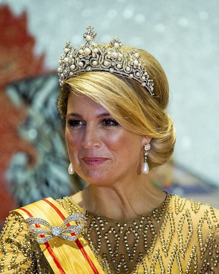 HM Queen Maxima wearing The Württemberg Ornate Pearl Tiara, pearl and diamond earrings and part of the diamond bow stomacher from the House diamond paure (worn here as a brooch on her shoulder) for the dutch state visit to Japan, 29/10/2014.