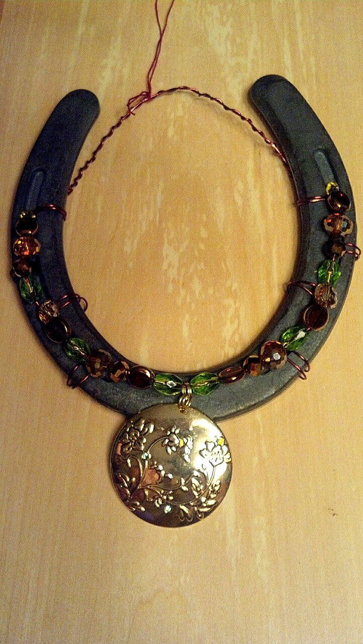 155 best horseshoe crafts images on pinterest horseshoe for Horseshoe arts and crafts