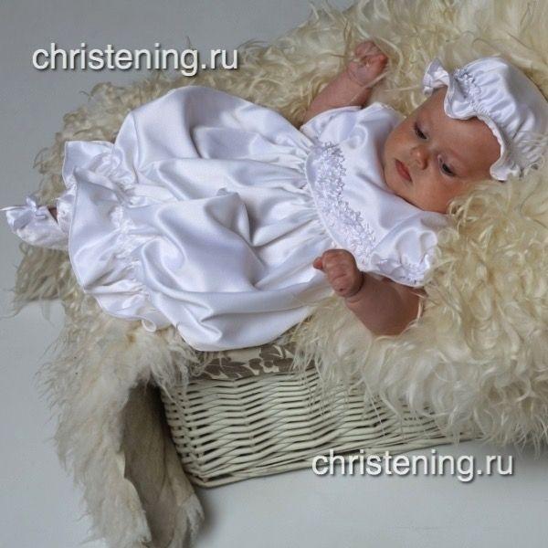 Красивое платьице, которое отлично подойдет для крещения новорожденных, или на выписку из роддома. Кокетка платья украшена мелкими цветочками и бусинками.  …