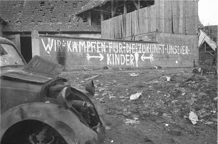 "the-third-reich: "" Berlín, 1945: ""Bojujeme za budúcnosť našich detí!"" / Berlin, 1945: ""We fight for the future of our children!"" """