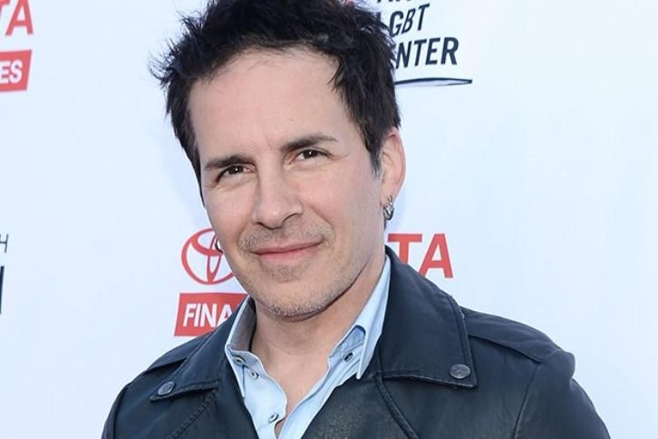 Fuller House - Season 2 - Hal Sparks Cast as DJ Tanner's ...