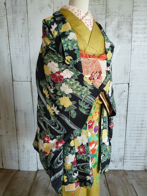Haori. Various flowers are printed.