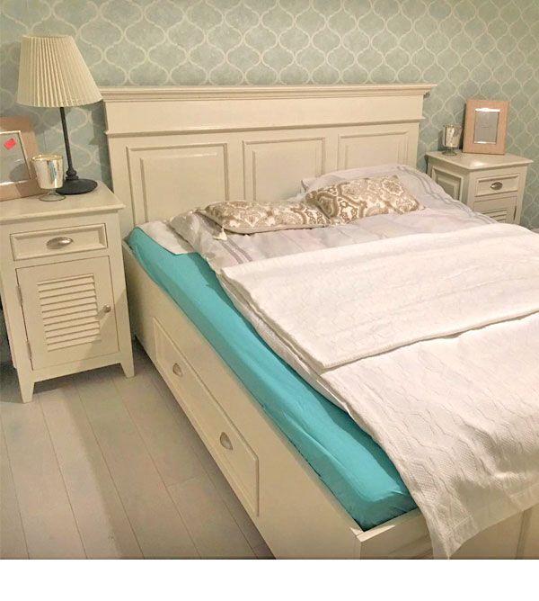 Weisse Landhausmobel Sind Ein Blickfang Im Schlafzimmer Schlafzimmer Inspiration Landhaus Mobel Schlafzimmer Einrichten