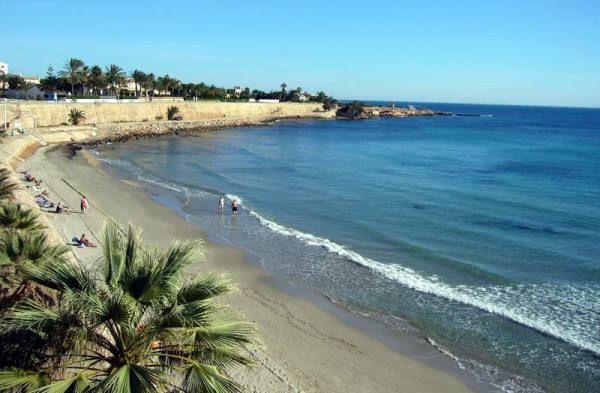 Nuestro litoral, bañado por el Mediterráneo, es uno de los más hermosos. Y gran parte de esas populares y especiales playas las encontramos en Orihuela Costa