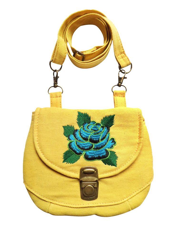 Een multifunctioneel tasje met verstelbare strap in gele denim met een geborduurde roos. Op werkdagen voor 20.00 uur besteld, de volgende dag in huis.