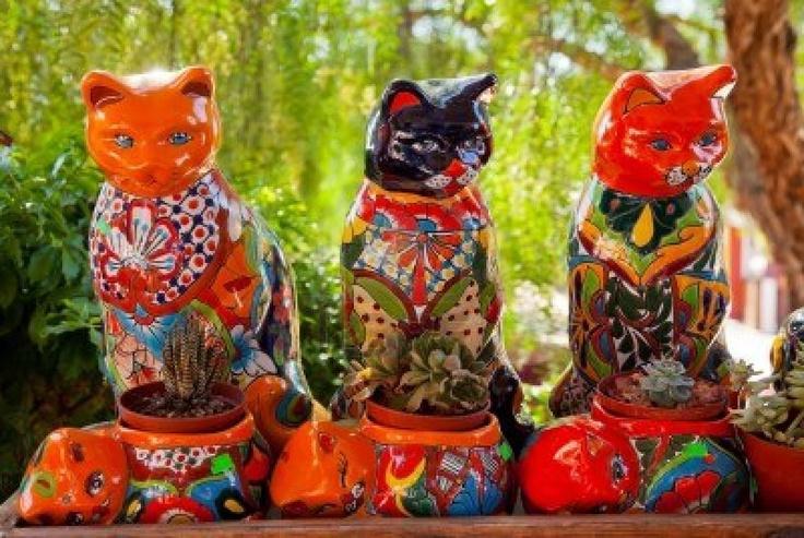 Gatos en ceramica, estan super coloridos esta es una artesania mexicana :D