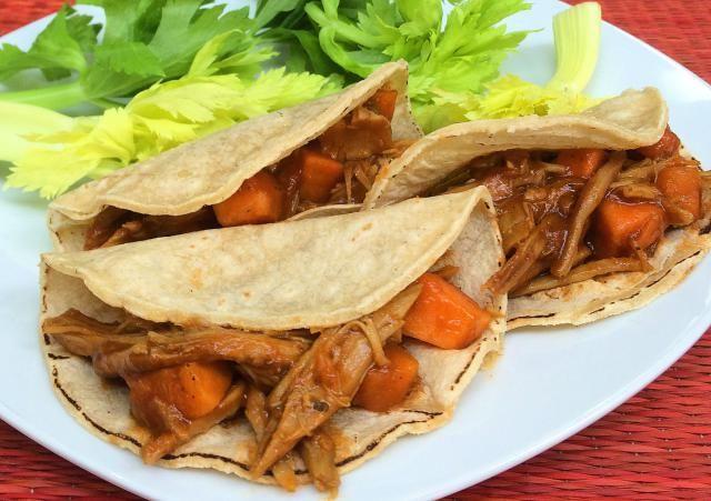 Rica fusión Tex-Mex: Tacos de carne a la barbecue: Un feliz matrimonio entre lo mexicano de los tacos y lo norteamericano de la salsa barbecue.