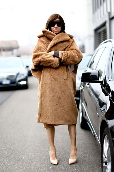 Carine en manteau oversized signé Max Mara