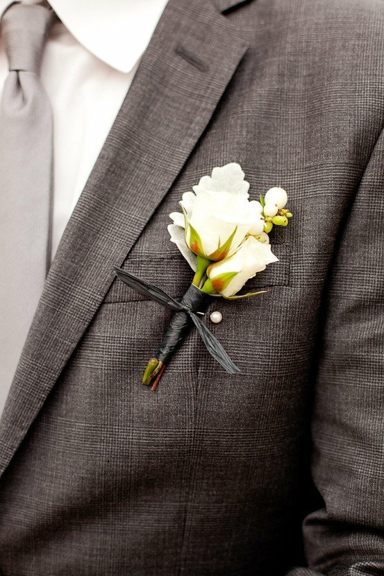 Simple Onholes White Spray Rose Boutonniere With Dusty Miller Leaf