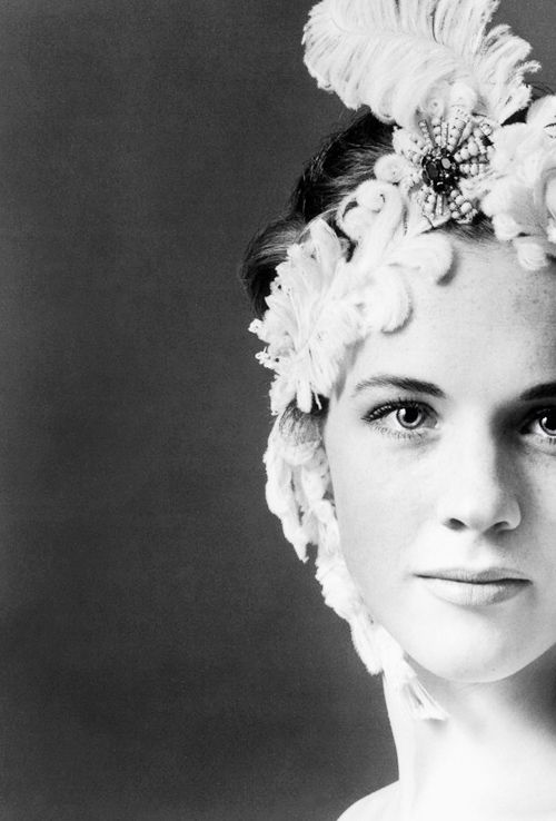 Julie Andrews photographed by Cecil Beaton ...Now go forth and share that BOW & DIAMOND style ppl! Lol. ;-) xx