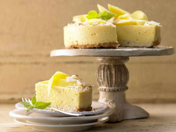 Diese Torte mit Mango und Kokos sorgt für Urlaubsfeeling. Mango-Mousse-Torte - mit Kokos-Ingwer-Biskuit - smarter - Kalorien: 188 Kcal - Zeit: 50 Min.   eatsmarter.de
