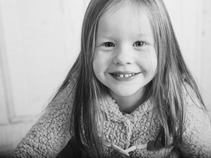 #Kids #redhair #photography #portrait #Kinderfotografie #teddy #backdrop #Children #cute #fotograf #kisslegg #wangenimallgäu  #blackandwhite #bnw #bodenseekreis #ravensburg