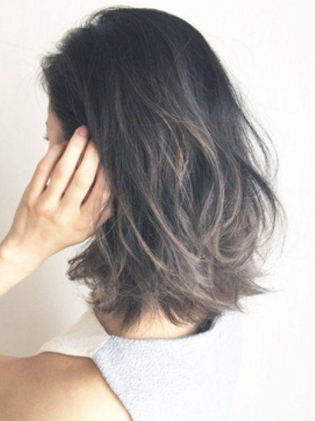 黒髪は似合わない!なんて思っていませんか?そんな方にぜひお試しいただきたいのがカラーグラデーション♡ダークトーンなのにツヤツヤで軽やか♪とびっきりオシャレな黒髪についてご紹介します。