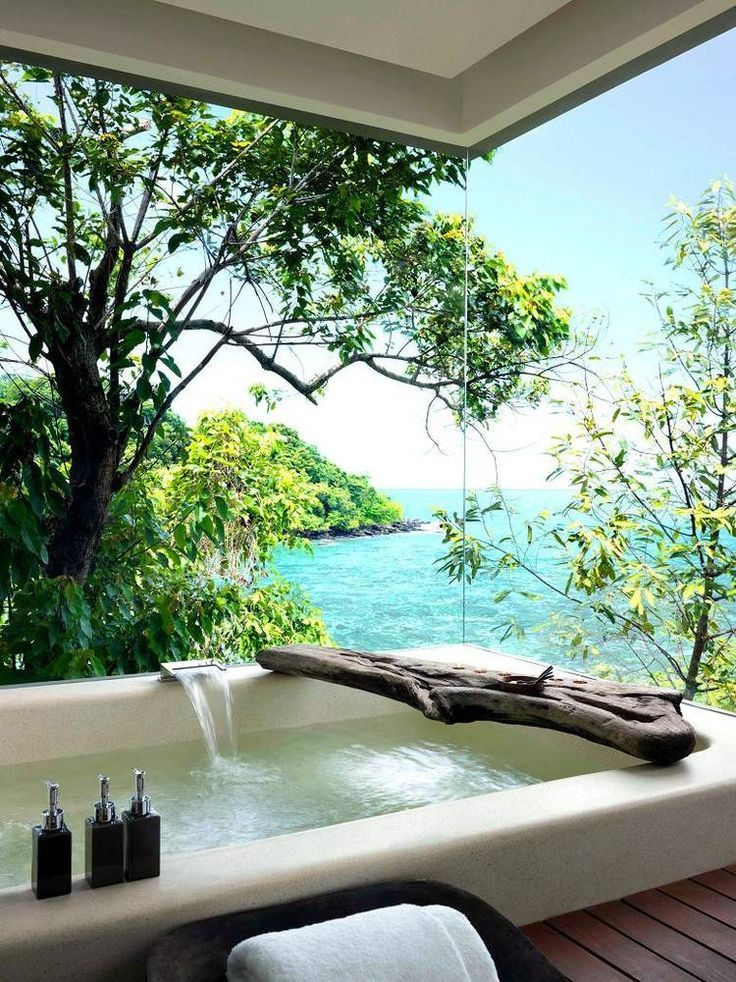 Bath with a view.... in the Maldives, hope no passing ships see you when in the tub ;-D