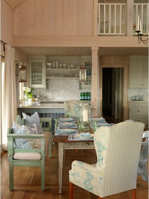 From four seasons of Sarah's House and Cottage, to Sarah 101, we take a look at some of Sarah Richardson's warm and inviting kitchens.