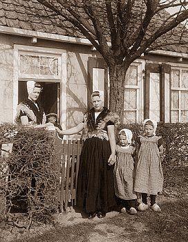 Dutch family Outside Cottage #Zeeland #Walcheren