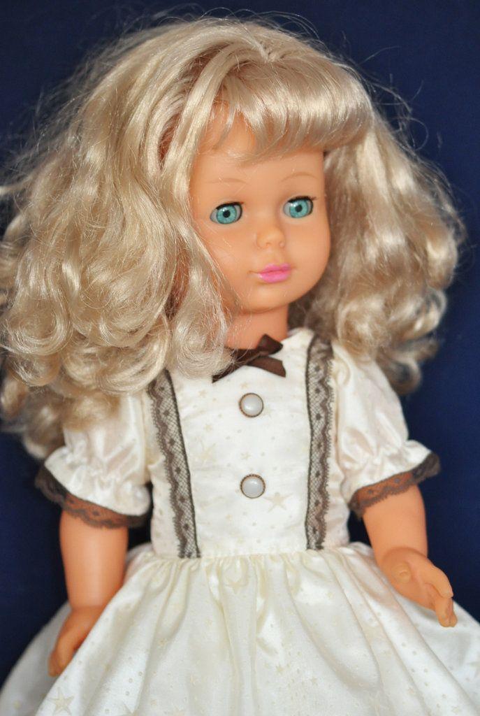 Винтажная немочка, клеймо Lissy Batz, не играная. Рост 50 см. Роскошные вьющиеся волосы густые, без потерь. Одета в шелковые трусики, нижнее платье, носочки, замшевые туфли ручной работы, платье из...