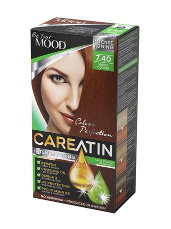 CAREATIN 7.40 Warm Copper En skonsam AMMONIAKFRI toning med fantastisk FÄRGINTENSITET och glans.  Ger en varm gyllene ton, rekommenderas på mörkblond till bruna hår. Ljusa och gråa hår får en klar och varm röd kopparfärg. Täcker de första grå håren men rekommenderas inte till helt grått hår.