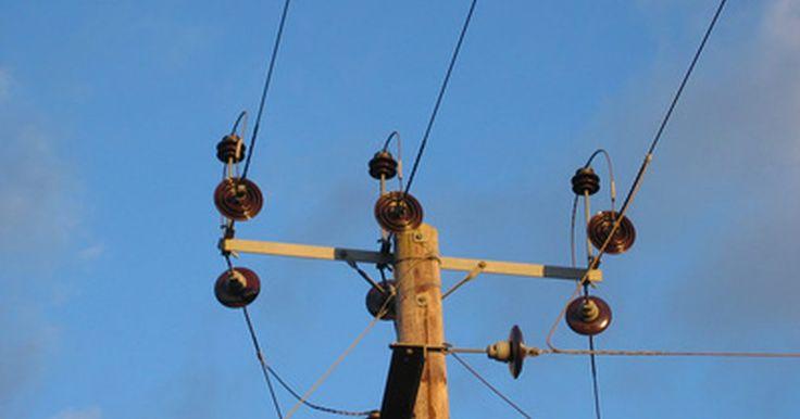 Riesgos para la salud de un transformador de alto voltaje. Un transformador de alto voltaje es un tipo de transformador eléctrico. La función básica de un dispositivo de este tipo es transformar la energía eléctrica en formas utilizables. Cuando el mismo convierte un gran número de electrones a una cantidad baja o viceversa, la electricidad que es producida como resultado de esto puede entonces ser ...