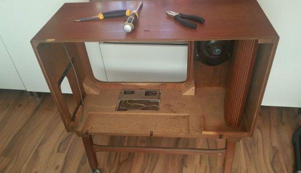 Он разобрал старый телевизор. Только посмотри, что получилось из его затеи!