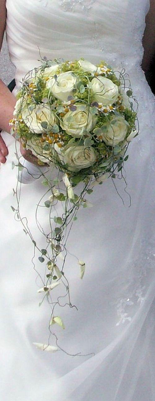 romantisch, verspielter Brautstrauß in weiß-grün