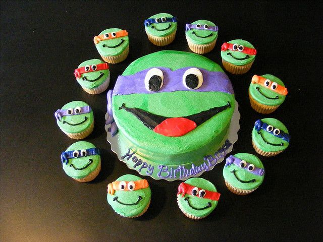 Teenage mutant ninja turtles cake by Giggy's Cakes and Sweets, via Flickr.