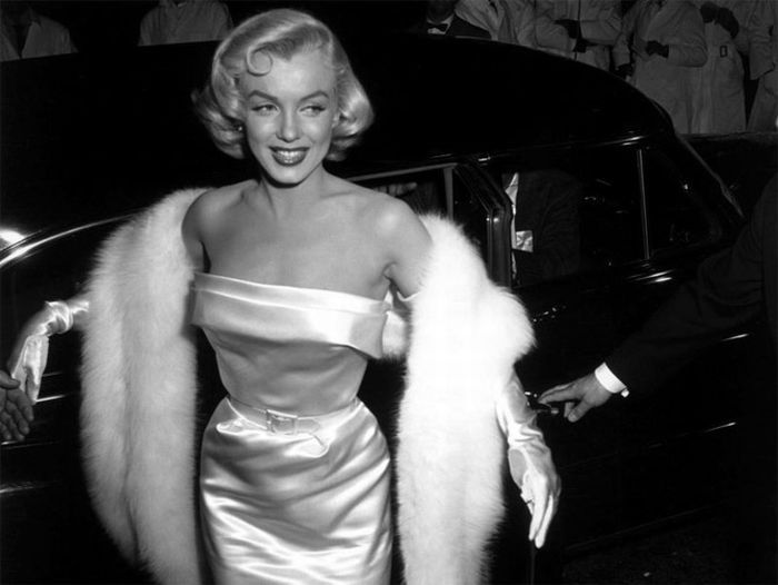 www.Itshot.com loves Marilyn!Fashion, Marilyn Monroe, Style, Beautiful, Marilynmonroe, Norma Jeans, Icons, People, White Gowns