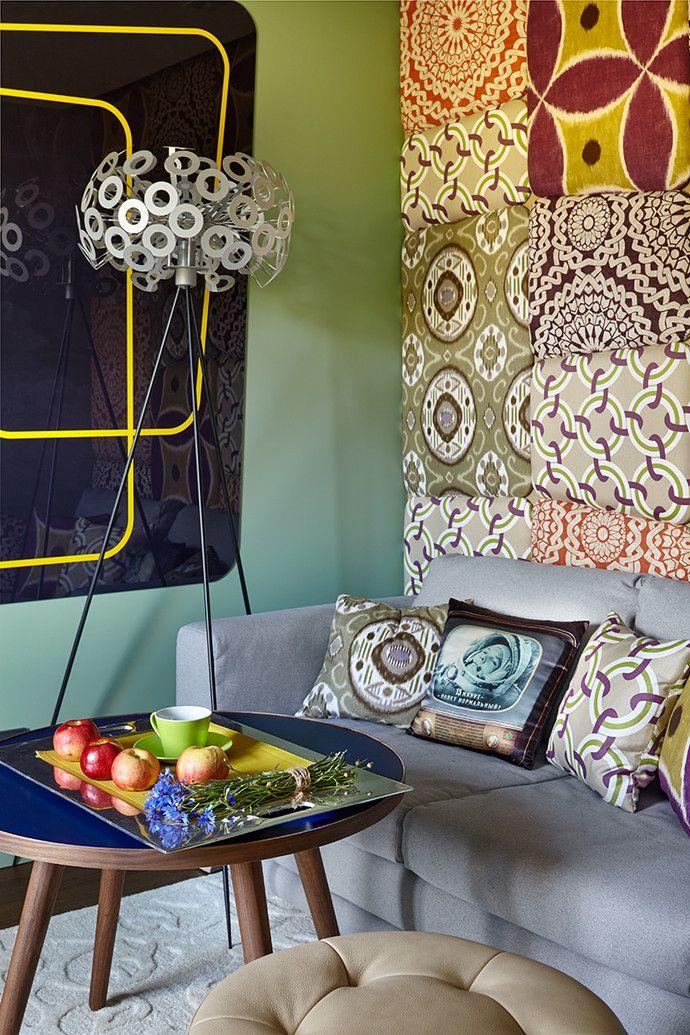 Гостиная. Диван, BoConcept. Столик, Cosmo. Текстильные панели выполнены из тканей, Duralee Fabrics. Ковер Sayan, Cucumbers.