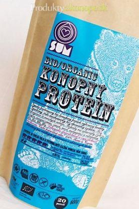 Konopný proteín 210g/600g, resp. proteínový prášok je vlastne preosiata celozrnná konopná múka, ktorá vzniká pomletím konopného semienka bezprostredne po vylisovaní oleja. Preosievaním sa odstráni časť otrúb a získa sa tak prášok s vysokým obsahom veľmi kvalitnej bielkoviny – až do 50%.