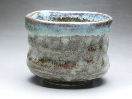 *Size: Width: 4.1inch (10.5cm) Height:3.0inch (7.5cm) approx.size     *Material: Japanese ceramics    *Weight: 350g    *Origin: Made in JAPAN     *Note:Japanese Chawan (matcha tea ceremony use)