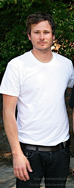 1/3 of the reason I am in LOVE with Blink-182 (Tom Delonge)