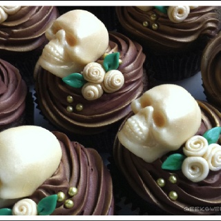 Awesome skull cupcakes I don't know what I would need these for but I am in love with them!!!