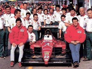The Dallara Team photo at the 1989 San Marino Grand Prix. #F1 #ClassicF1 #F1History #F189 #F11989 #80sF1 #dallara #scuderiaitalia #caffi #AlexCaffi #andreadecesaris #decesaris