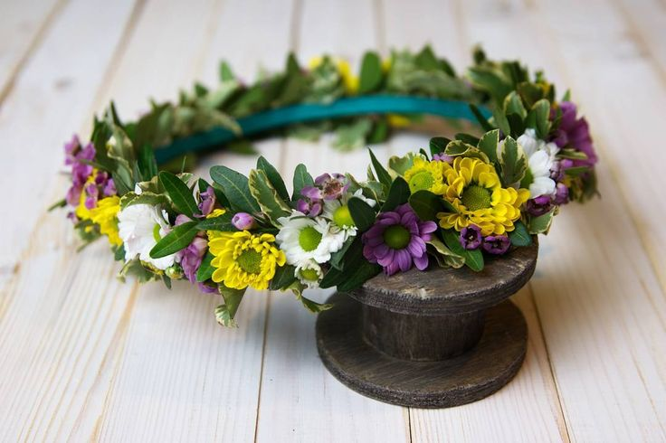 Kolorowy #wianuszek dla uroczej uczestniczki konkursu recytatorskiego 😇   Fot. @monikabartz_photo   #wreath #spring #flowerwreath #flowercrown