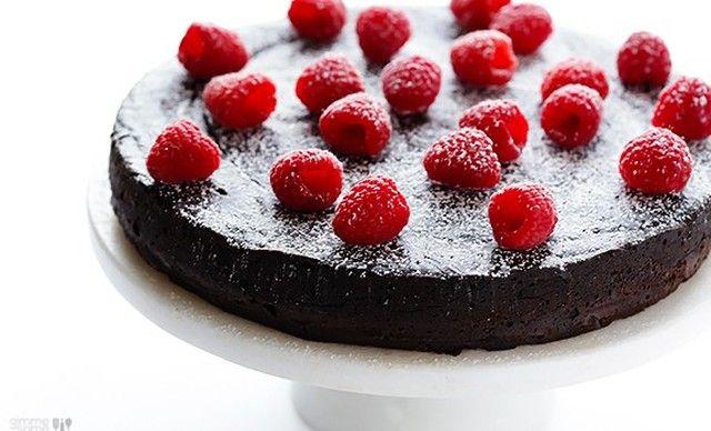 Σοκολατένια τούρτα με 3 υλικά  ΧΩΡΙΣ  ΑΛΕΥΡΙ,  από το sintayes.gr!