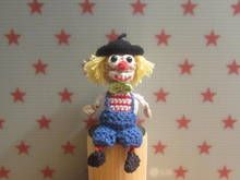 Häkelanleitung für den Mini Clown Carlos, ca. 12 cm