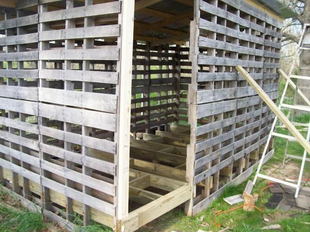 Great pictures and info on building a larger pallet coop and large run!!!