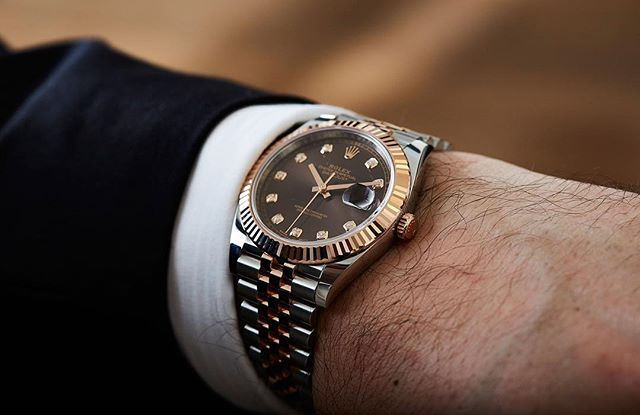 Can dudes wear diamonds? Felix sure didn't mind the @rolex Datejust 41mm experience, his review is live on the site. ️ #timeandtidexrolex #datejust