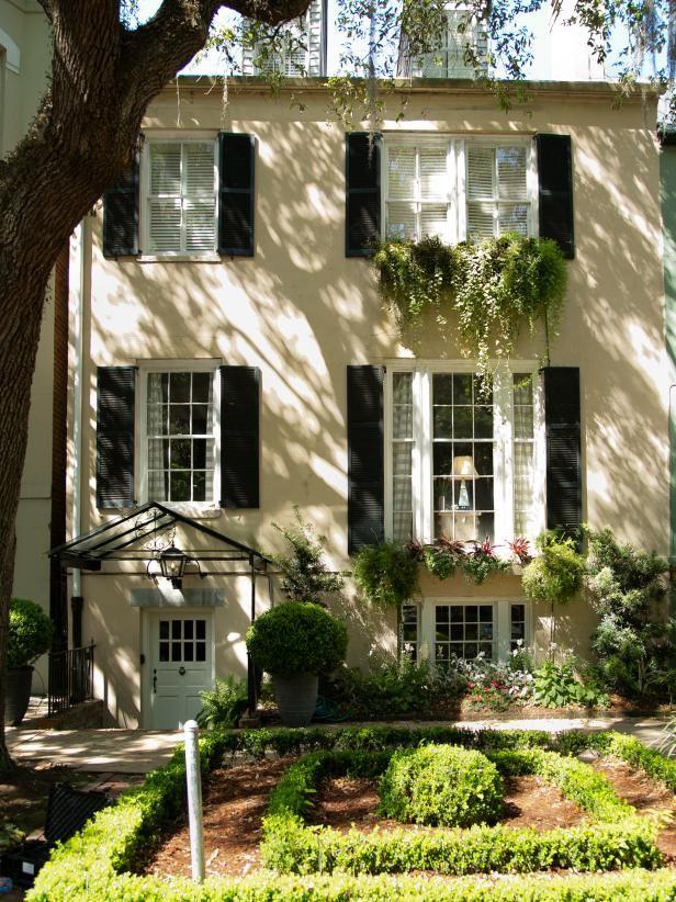 Tour A Bright Historic Savannah Home Where A Modern Attitude Meets Classic Design Hgtv In 2020 Row House Savannah Chat Home Pictures
