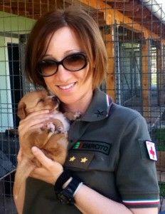 Ricordate la soldatessa processata per aver salvato una gatta? Ecco come sta andando a finire...
