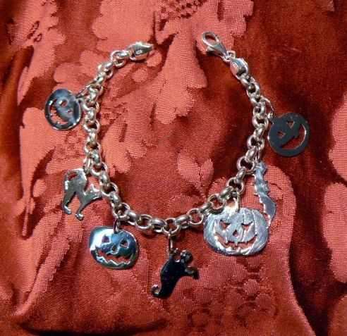 Bracelet 31 oct Halloween! Bracelet with pumpkins, cat, ghost, bat 925 sterling silver hand made traforo, available also in gold 18 kt. Dogale Jewellery Venice Italia
