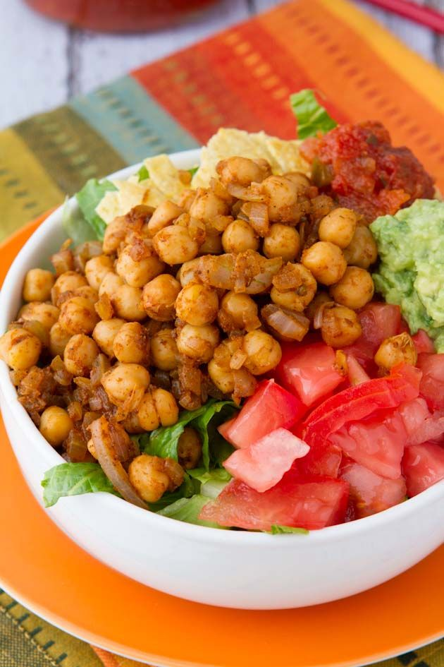 Ultra-Easy Vegan Taco Salad - A healthy taco salad made with seasoned Chickpeas rather than meat. #Dinnerin15