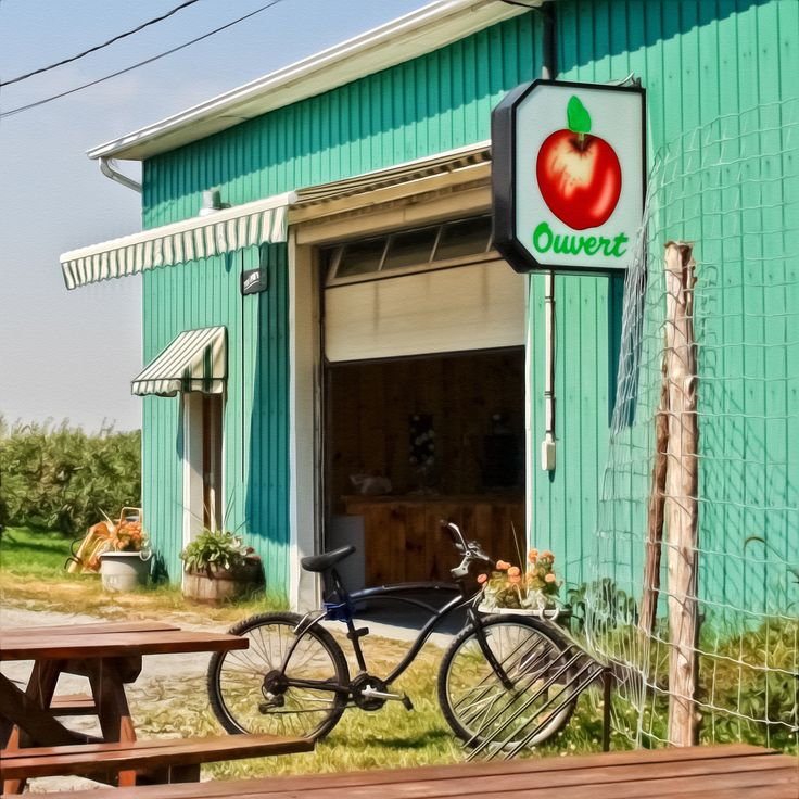 Ouvert / Open - Store at the Apple Orchard - Quebec Canada