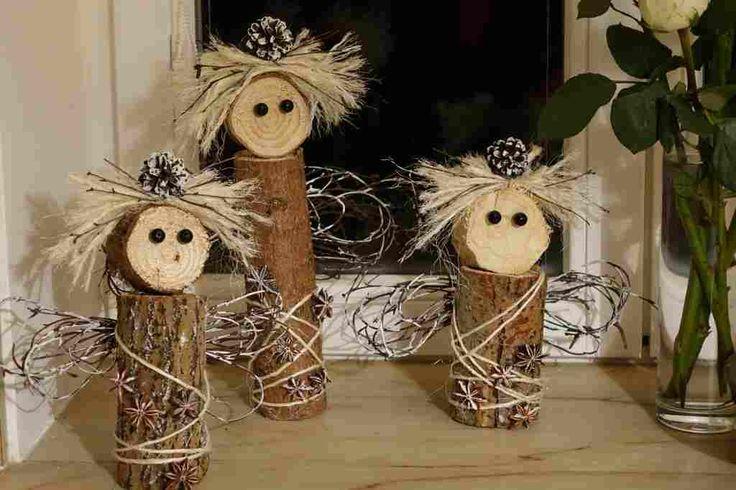 andílci ze špalků dřeva