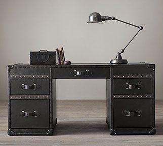 Tendance: les vieux coffres | Les idées de ma maison © Restauration Hardware #deco #coffre #vintage #rangement #eclectique #bureau