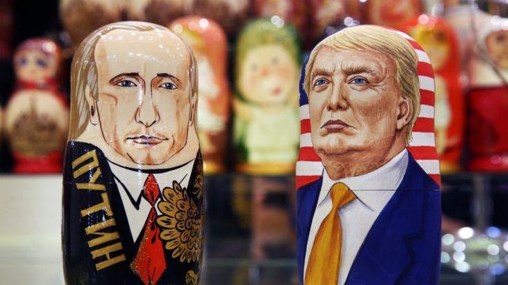 Zwei Matroschka-Figuren, die Wladimir Putin und Donald Trump darstellen sollen (TASS / dpa)  http://www.deutschlandfunk.de/usa-und-russland-trump-zeigt-eine-extreme-schwaeche.1818.de.html?dram:article_id=376428