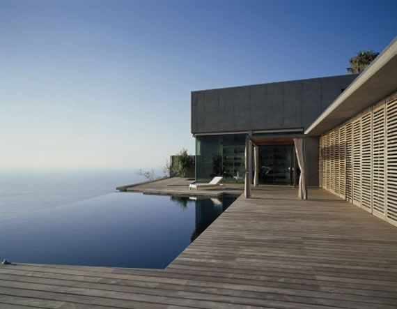 Architecture Homes: Exotic contemporary beach house designs with beautiful ocean viewA beach house is considered in some places as a status symbol of wealth. Beach house (Wood deck, sun blinds and infinity pool)
