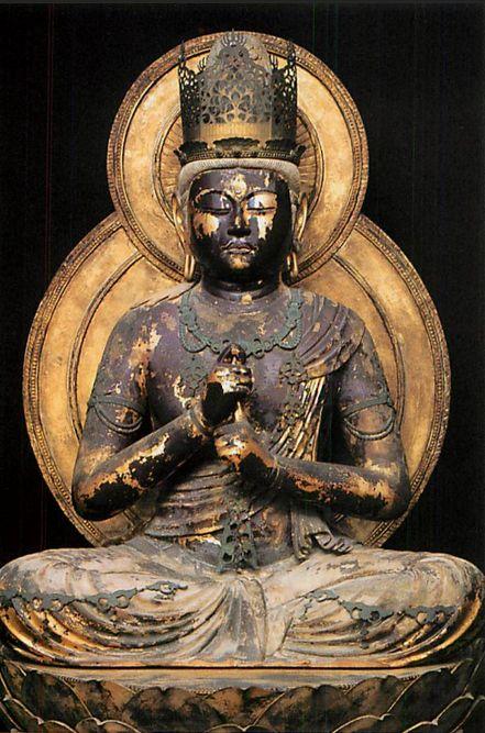 【奈良・円成寺/大日如来像(1175年)】像高98cm。檜材。寄木造。眼は玉眼を嵌入されており、漆箔仕上げとなっている。像の金箔は殆んど剥がれ、黒漆の肌出ているが、保存状態はかなり良く、光背や蓮華の蓮肉等は当初のままである。
