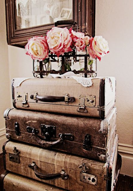 Best 25  Vintage suitcases ideas on Pinterest | Bedroom vintage ...
