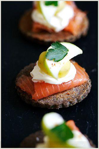 Amuse-Bouche. Plus de recettes à base de saumon sur www.enviedebienmanger.fr/idees-recettes/recettes-saumon